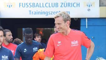 Die ersten Minuten von Sami Hypiää als FCZ-Trainer  Nach einer kurzen Ansprache an die Mannschaft verlässt der Finne die Kabine in der Saalsportha.jpg