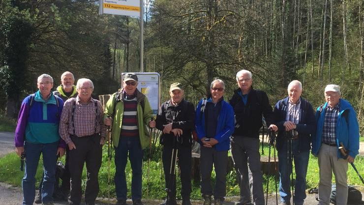 """Die """"Jungsenioren  des MTVO am Start der Röstigrabentour in Neumühle, nördlich von Dornach"""