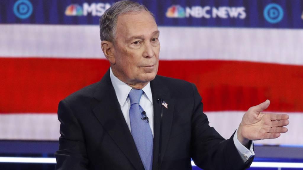 Der ehemalige Bürgermeister von New York, Mike Bloomberg, nimmt zum ersten Mal an einer TV-Debatte der demokratischen Präsidentschaftsbewerber teil. (Foto: John Locher /AP Keystone-SDA)