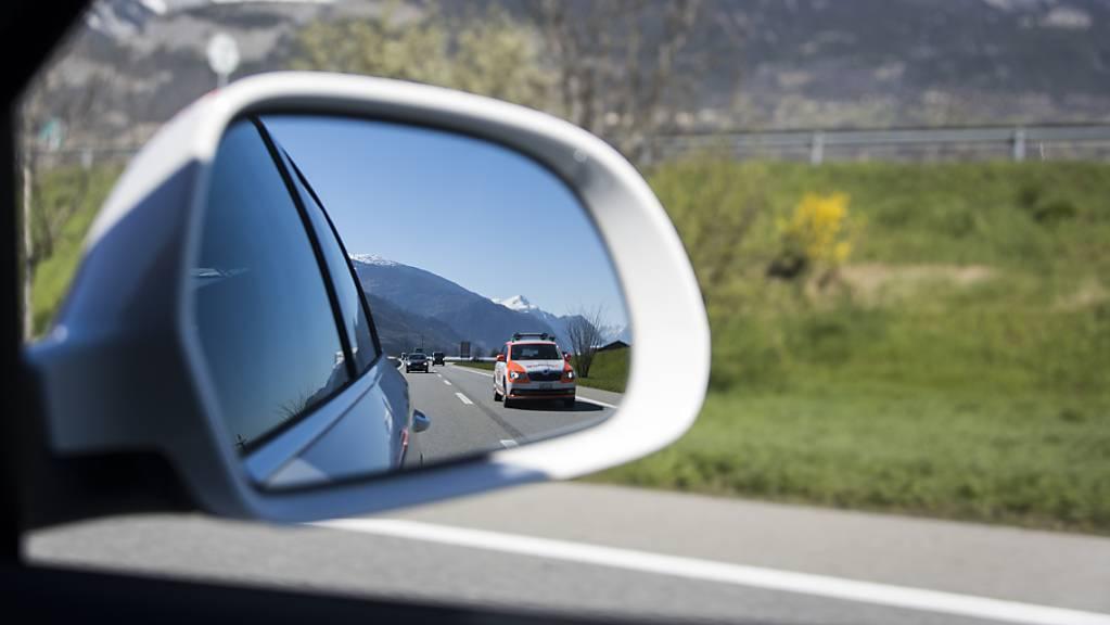 Die Walliser Kantonspolizei blitzte auf der A9 einen Autofahrer mit Tempo 201. (Symbolbild)