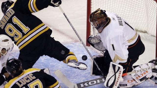 Ducks\' Torhüter Jonas Hiller wehrte beim 6:1-Sieg in Boston insgesamt 33 Schüsse ab