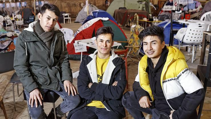 Eqbal, Ezat und Esmat (von links) sind Flüchtlinge, die in der Winterreise mitspielen.