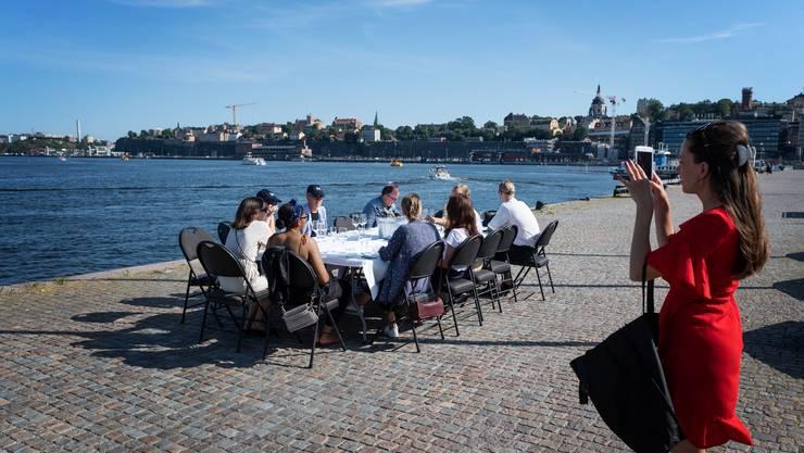 Apéro in Stockholm statt Wandern in den Bergen: Schweden rät wieder von Reisen in die Schweiz ab.