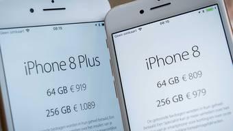Die Schlangen vor den Geschäften in Sydney und Tokio für das neue iPhone 8 waren deutlich kürzer, als man es bis anhin für Neuheiten des Apple-Konzerns gewohnt ist.