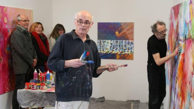 Die Kunstausstellung «Feuer fangen!» im Rehmann Museum ist Geschichte. Sie endete am Samstag mit einer Performance von Gianni Vasari und Markus Waber. Markus Waber (vorne) und Gianni Vasari beim gemeinsamen Malen im Rehmann Museum.