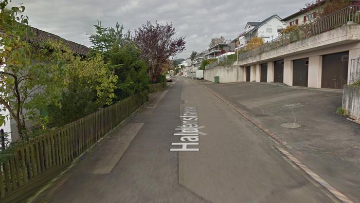 In der Haldenstrasse in Oetwil herrscht von nächsten Montag bis Mitte September ein Einbahnregime. Betroffen ist der Abschnitt zwischen den Hausnummern 11 und 22.