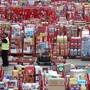 ARCHIV - Das Einzelhandelslager von Henderson Food Service in der Nähe von Belfast in Nordirland. Vor dem drohenden Brexit-Verkehrschaos Anfang Januar sind die britischen Warenlager bereits seit Wochen bis zum Rand gefüllt. Foto: Niall Carson/PA Wire/dpa