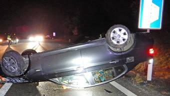 Ein alkoholisierter Autolenker ist am Sonntagabend bei einem Selbstunfall mit seinem Personenwagen verletzt worden.
