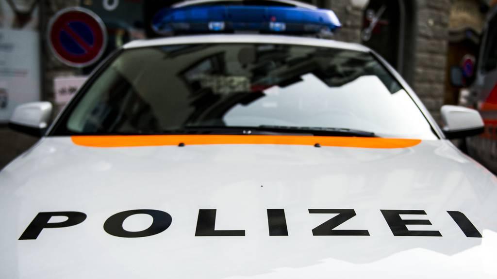 Jugendliche greifen Polizisten bei Kontrolle an – Marihuana und Messer sichergestellt