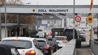 Einkaufstouristen am Grenzübergang Koblenz/Waldshut. Das ist nicht mehr gestattet. (Archivbild)