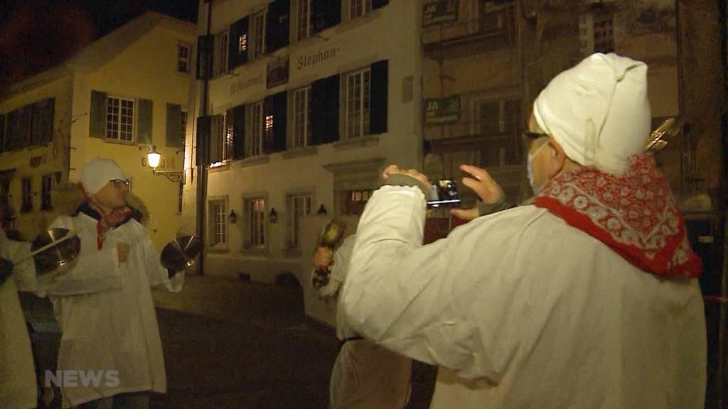 In Solothurn knallt es elf Mal: Fasnächtler «chesselten» Corona-konform zuhause