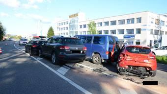 Zu spät gebremst: Beim Unfall in Pratteln wurden zwei Personen verletzt.
