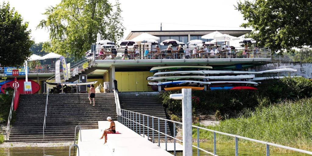 Das Restaurant liegt direkt am See. (© zVg)
