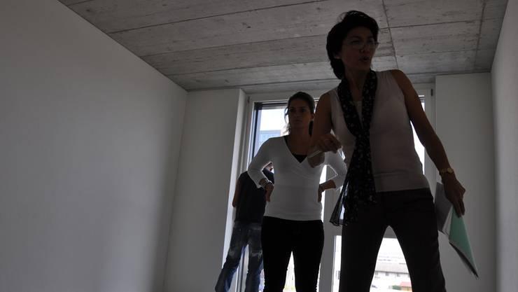 Wohnungsabnahme in Schlieren (Archivbild). Auf der einen Seite steigt das Steuersubstrat, auf der anderen der Investitionsbedarf. jk
