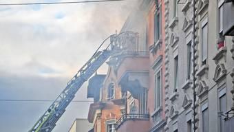 Brand in Mehrfamilienhaus in Zürich Nord