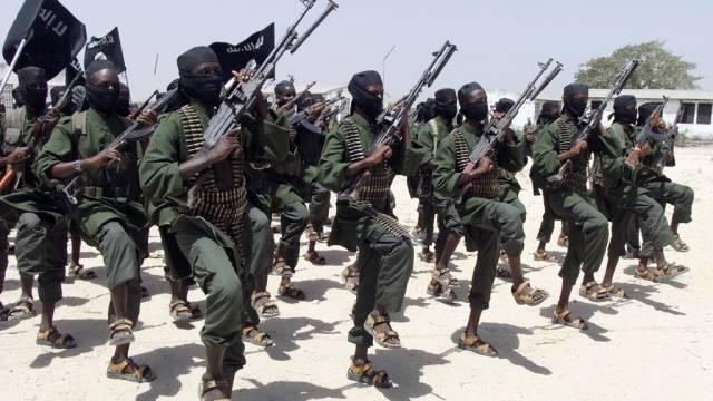 Extremisten der Al-Shabaab-Miliz in der Nähe von Mogadischu