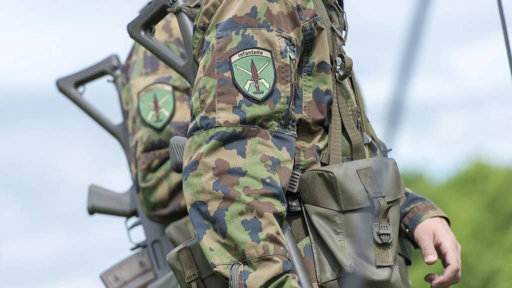 Bei einer Schiessübung im Kanton Glarus wurden vier Angehörige der Armee verletzt. (Archivbild)
