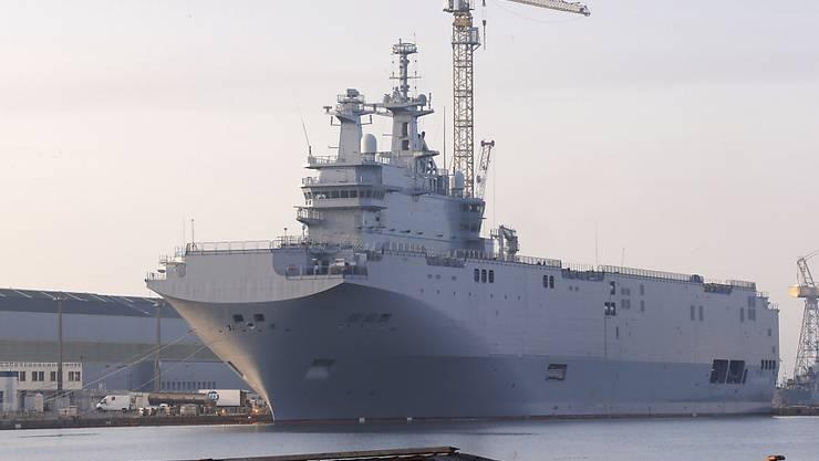 Unter anderem um die Auslieferung dieses Kriegsschiffes stritten sich Paris und Moskau. Nun ist klar: Frankreich behält den Helikopterträger, erstattet dafür aber den Kaufbetrag an Russland zurück. (Archiv)