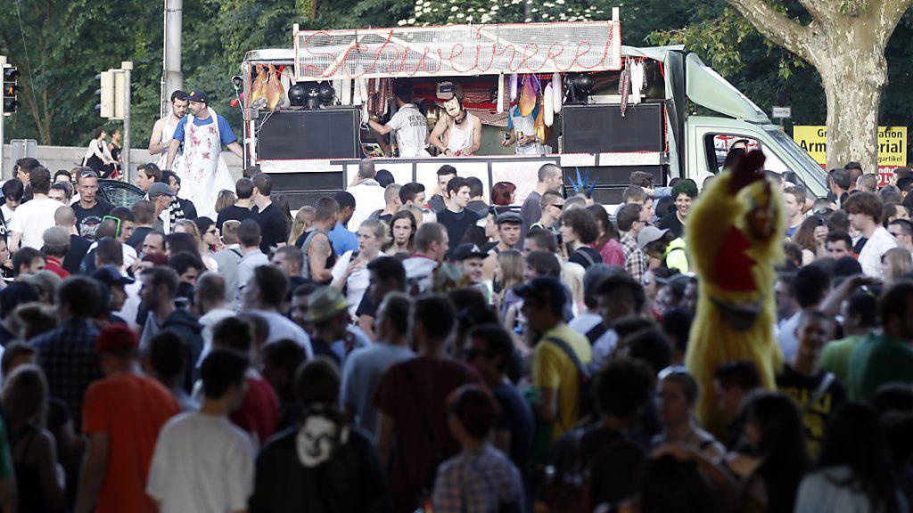 Polizei verhindert unbewilligte Strassenparty in Bern