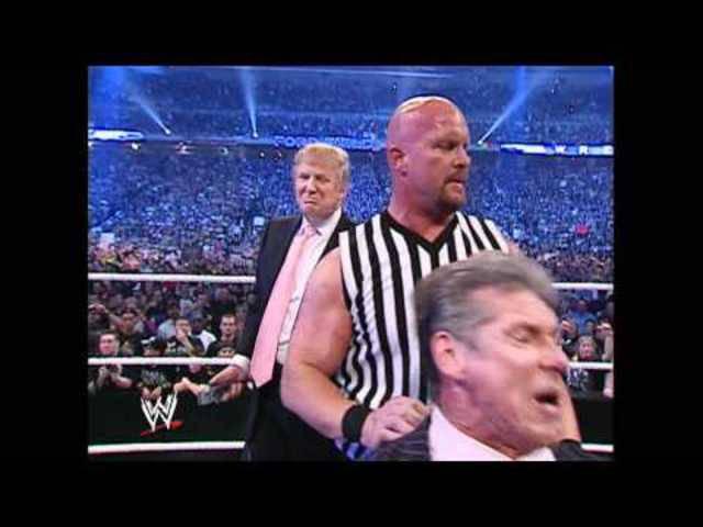 Kampf der Milliardäre: Donald Trump ringt 2007 mit Vince McMahon.