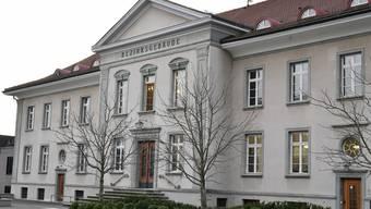 """Der Beschuldigte, in der Presse auch """"Huren-Heiko"""" genannt, tauchte nicht vor dem Bezirksgericht Bülach auf."""