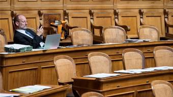 Am Abend leeren sich die Reihen im Nationalratssaal: Wahlkampfanlässe und Podien rufen.