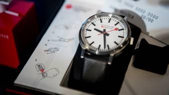 Der Uhrenhersteller Mondaine kämpft mit den neuen Swissness-Regeln. Nick Soland/Keystone
