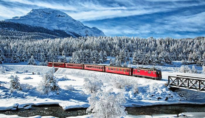 Ein Zug beim Stazer Wald.
