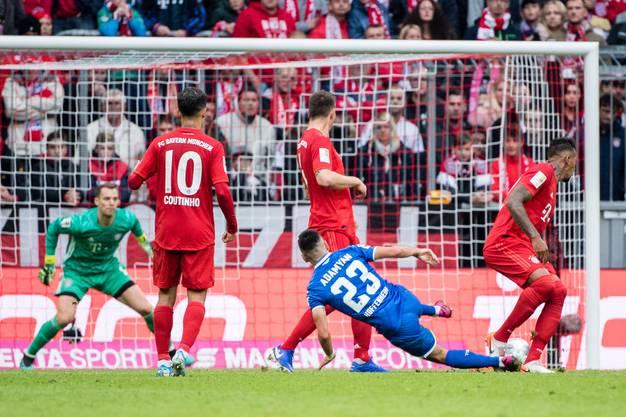 Sargis Adamyan (Nummer 23) trifft im Hinspiel gegen die Bayern doppelt. Hoffenheim gewinnt mit 2:1 und damit ist das Ende der Ära Niko Kovac beim FCB eingeleitet.