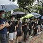 Mit Menschenketten bekunden Studenten ihre Unterstützung für die Protestbewegung in Hongkong.