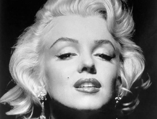 1944 wurde sie als Fotomodell entdeckt.