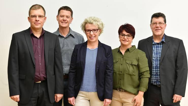 Gemeindepräsidentin Madeleine Neumann (Bildmitte), umrahmt von den Gemeinderäten (von links) Philipp Zaugg, Martin Fiechter (neu), Katya Döbeli (neu) und Willi Stadler.