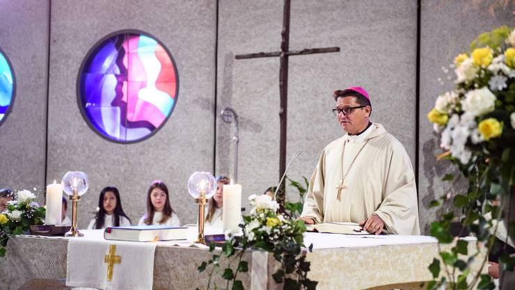 Bischof Felix Gmür liest die Predigt.
