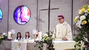 Bischof Felix Gmür liest die Predigt. Er wünscht sich, dass das, was die Seelsorger verkünden wollen, bei den Menschen auch ankommt und etwas auslöt. (Archiv)