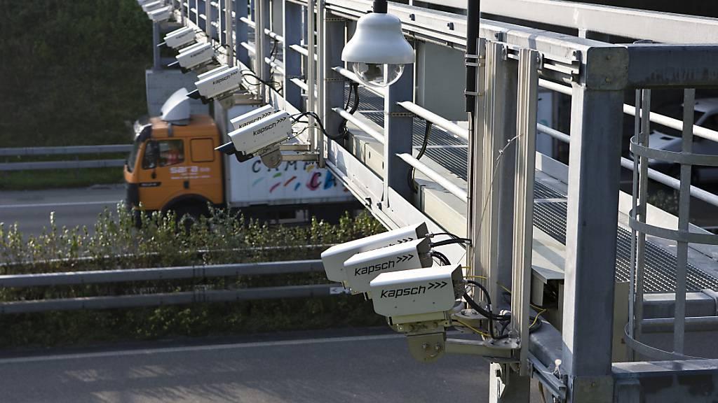 Der Kanton Luzern will Kameras auf den Autobahnen zur automatischen Fahndung einsetzen können. (Symbolbild)