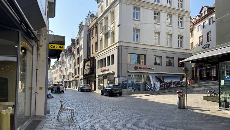 Die Basler Gerbergasse Richtung Barfi: Leere in den Läden, Ruhe in den Wohnungen.