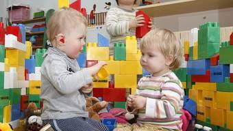 Heute debattiert der Grosse Rat einmal mehr über die familienergänzende Kinderbetreuung. (Symbolbild).