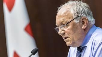 Volkswirtschaftsminister Johann Schneider-Ammann konnte dem Bundesrat keinen Durchbruch bei den flankierenden Massnahmen vermelden. Die Regierung hält trotzdem am eingeschlagenen Kurs fest. (Archivbild)