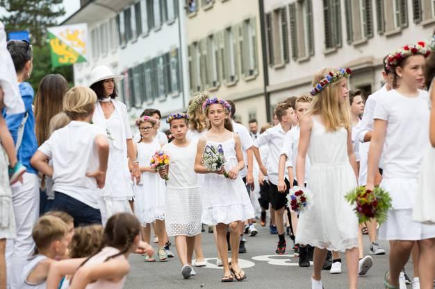 Der traditionelle Aarauer Maienzug in der Altstadt und im Telliring, am 7. Juli 2017.