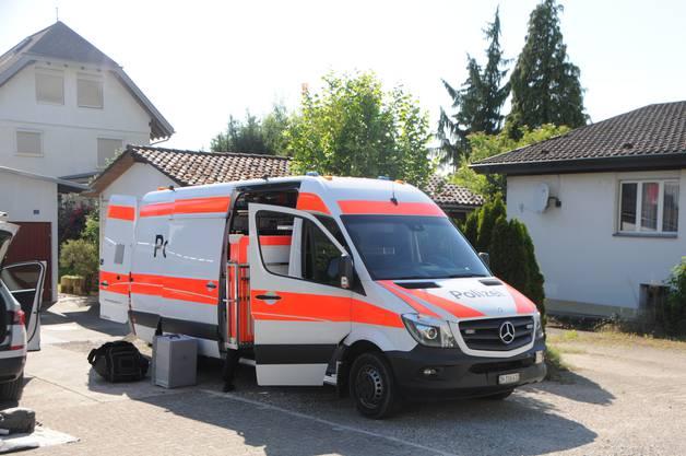Polizeieinsatz in Klingnau: Das Fahrzeug des Forensischen Instituts in Zürich wurde aufgeboten.