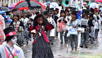 Las Furmiclas: Tambourmajor Christof Bauer geht seiner Truppe mit dem Sujet «Las Furmiclas goes New Orleans… let the good times roll» am Umzug voraus. Bruno Kissling