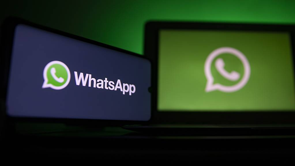 Die umstrittenen neuen Datenschutz-Bestimmungen bei Whatsapp werden nach einem Hagel an Kritik nun im Mai sanfter umgesetzt. (Archivbild)