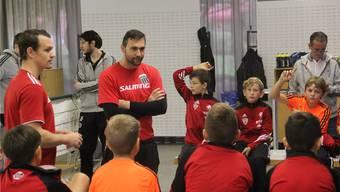Eine Lektion bei Stargast Handball-Nationalspieler Marcel Hess.