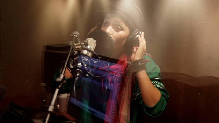 Soosan Firouz während Aufnahmen in einem Studio in Kabul. Keystone