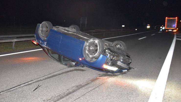 A1 bei Oensingen SO, 22. Oktober: Auto überschlägt sich nach Kollision mit Sattelschlepper. Der Autolenker wurde leicht verletzt.