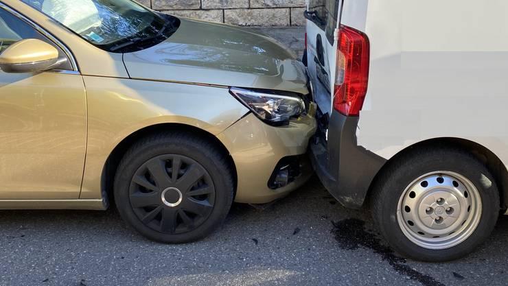 In Biel-Benken kam es zu einer Auffahrkollision mit mehreren Verletzten.