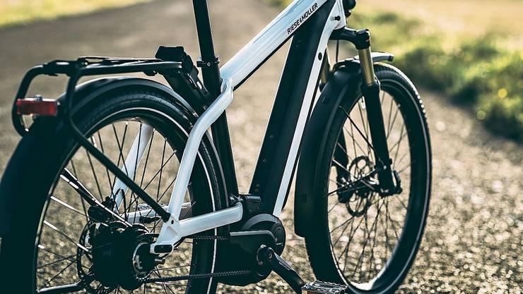 Das Geschäft mit E-Bikes boomt. Auch immer mehr junge Leute satteln um.