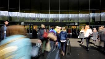 Am Tag vor der offiziellen Eröffnung der Baselworld bekommen Medienschaffende einen ersten Eindruck der Glitzer- und Glamourwelt.