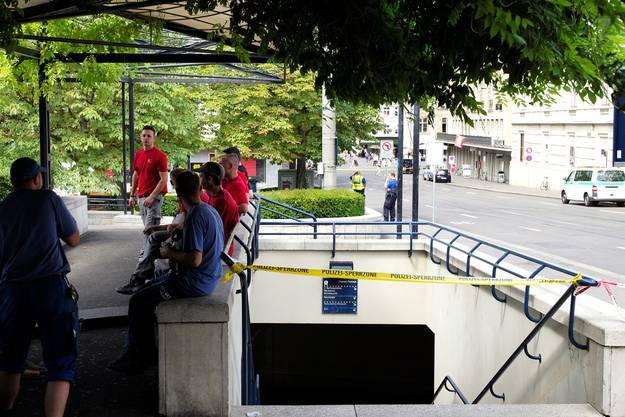 Wegen einer Bombendrohung am Barfi bei der Firma Cash Cloud sperrte die Polizei den Steinenberg