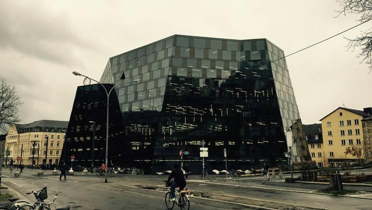 Die neue Universitätsbibliothek in Freiburg im Breisgau wurde vom Basler Architekten Heinrich Degelo entworfen.